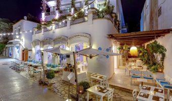 Melià Villa Capri : Terrasse extérieure vue de nuit