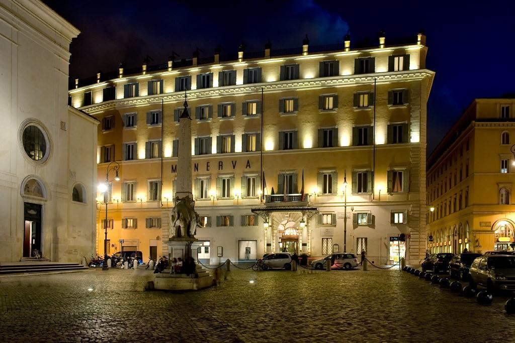 Piazza della Minerva e Grand Hotel de la Minerve Rome Italie