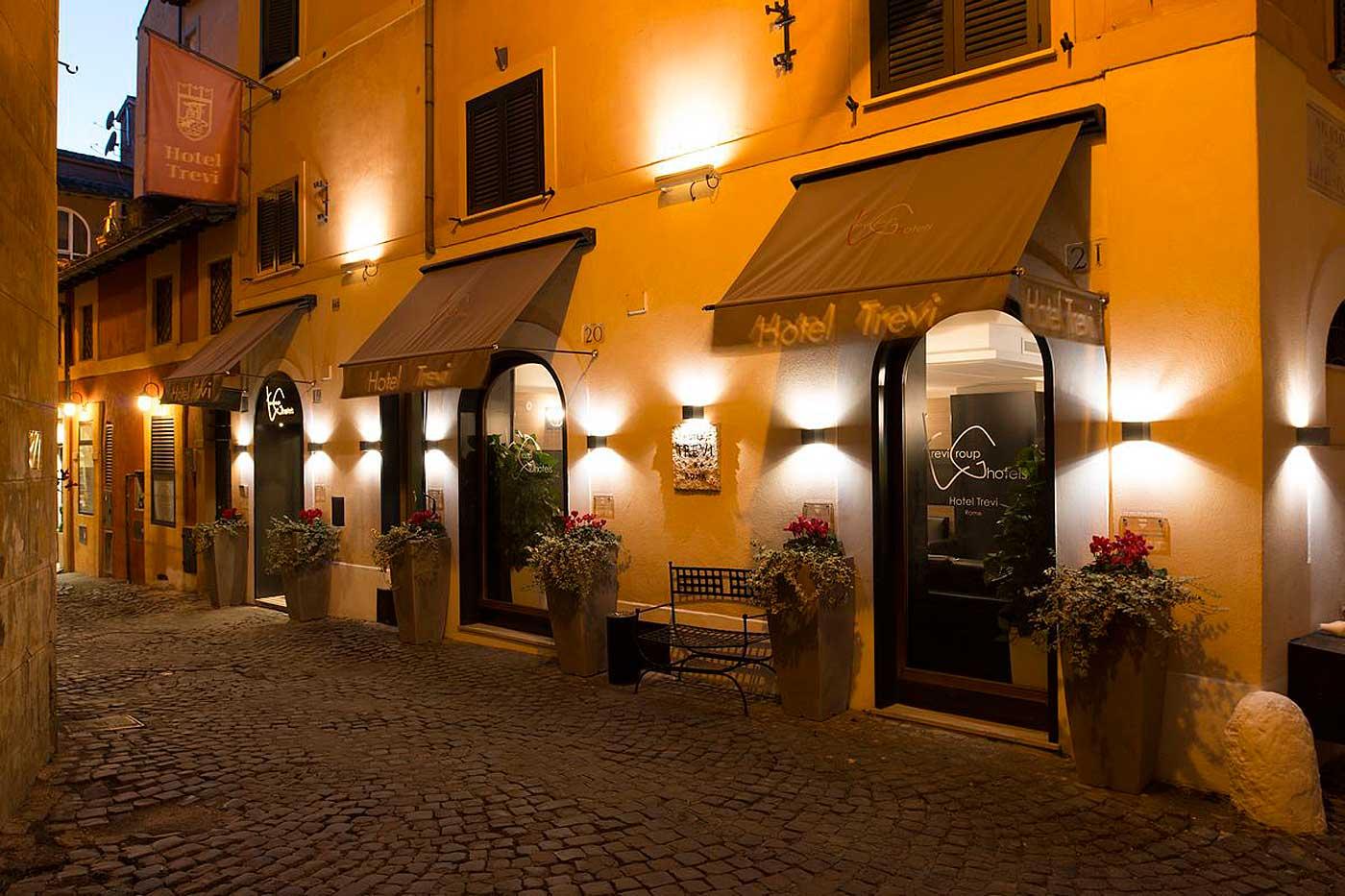 Entrée de l'Hotel Trevi, hotel de charme à Rome (Vicolo del Babuccio, 20/21)