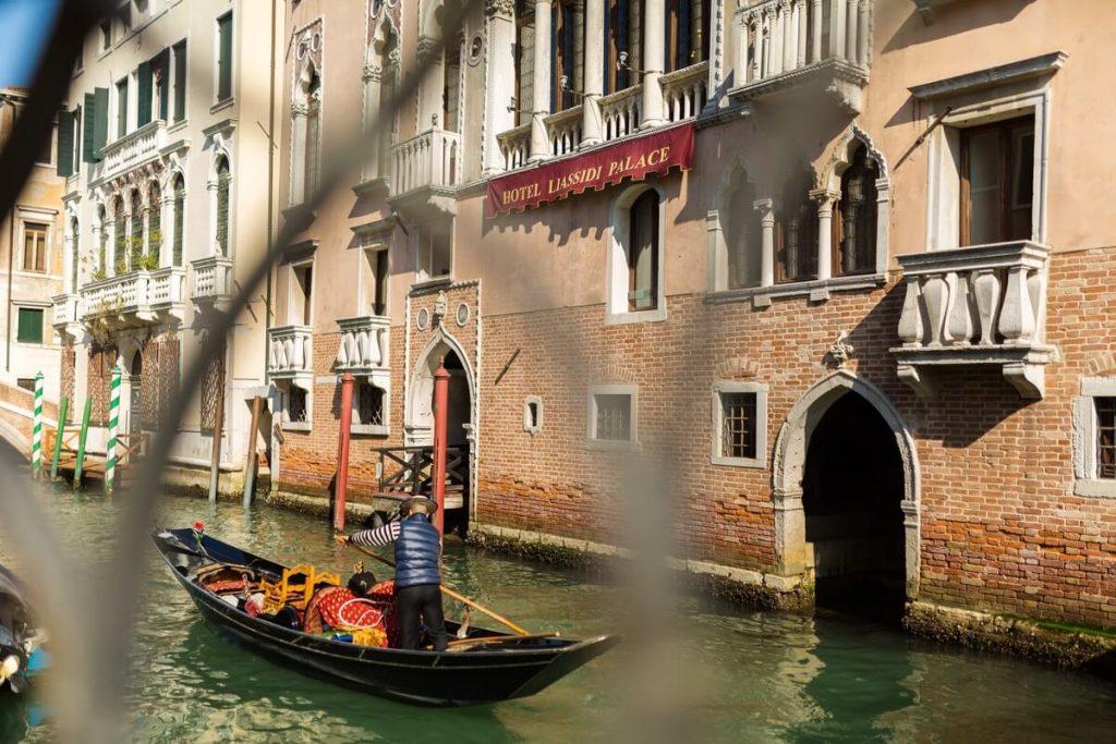 Rio de San Lorenzo, canal de Venise dans le quartier du Castello