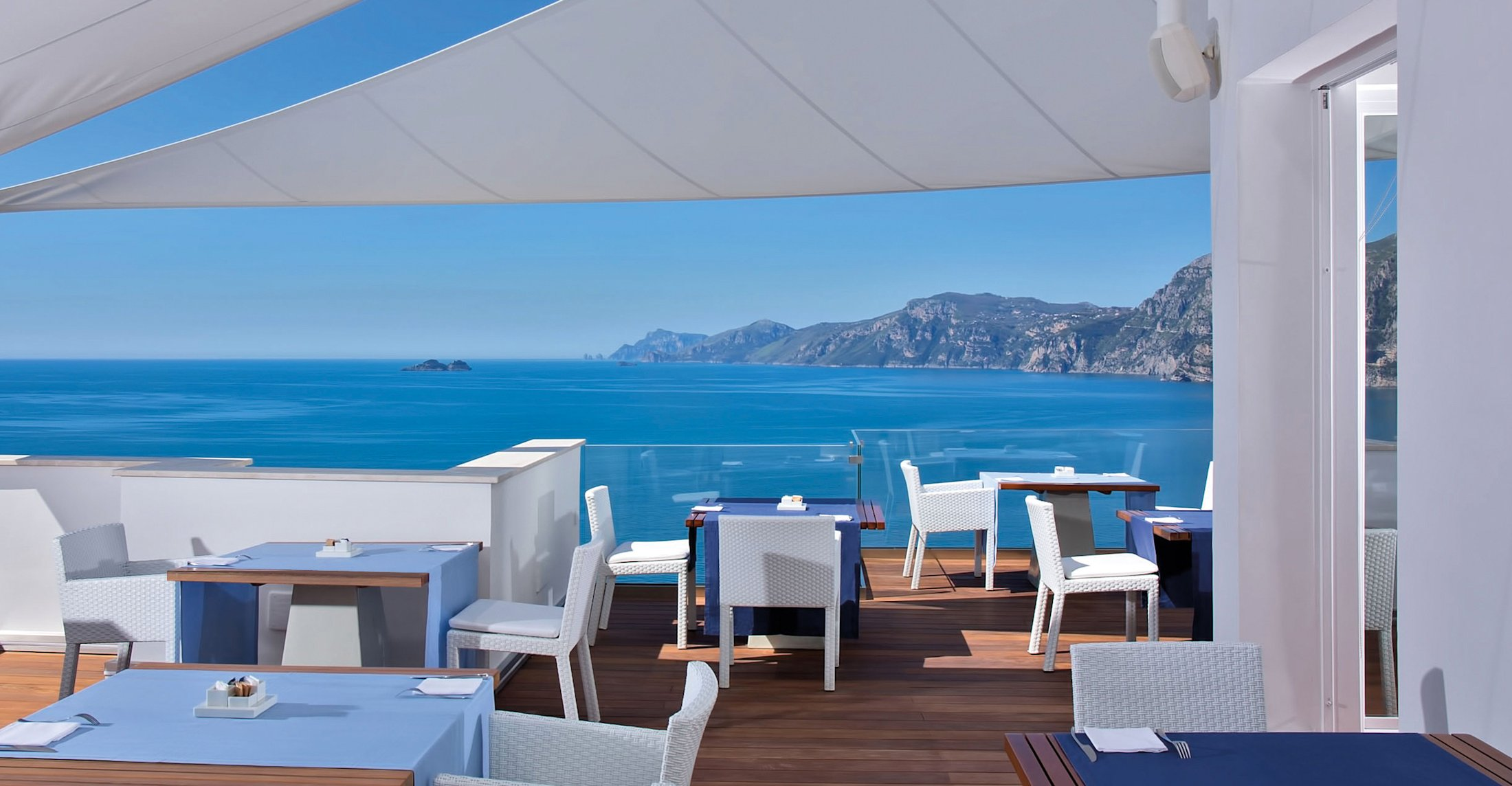 Lifestyle hotel praiano c te amalfitaine casa angelina for Hotel au bord de mer