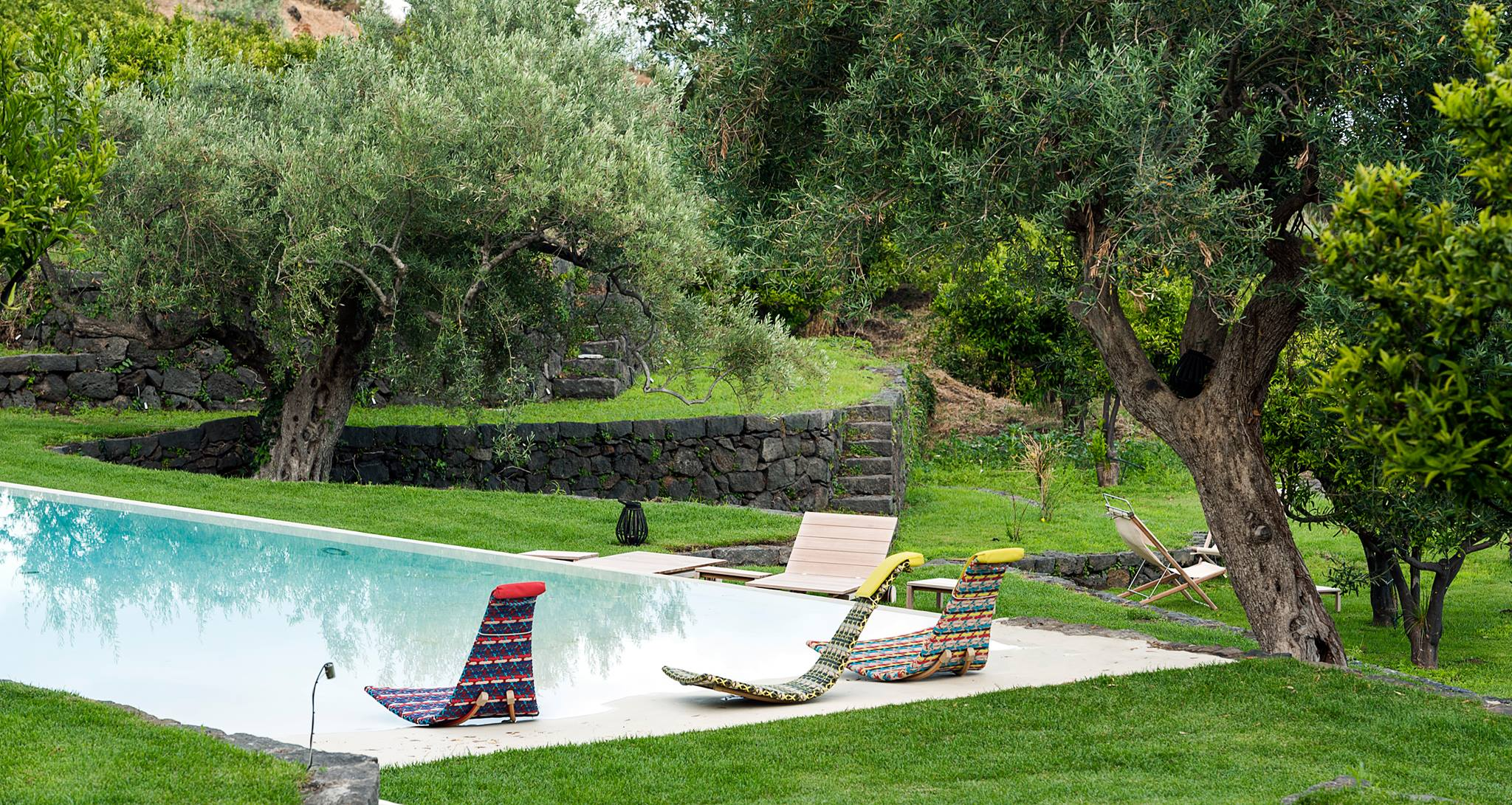 La piscine du Relais Monaci delle Terre Nere, hotel de charme en Sicile